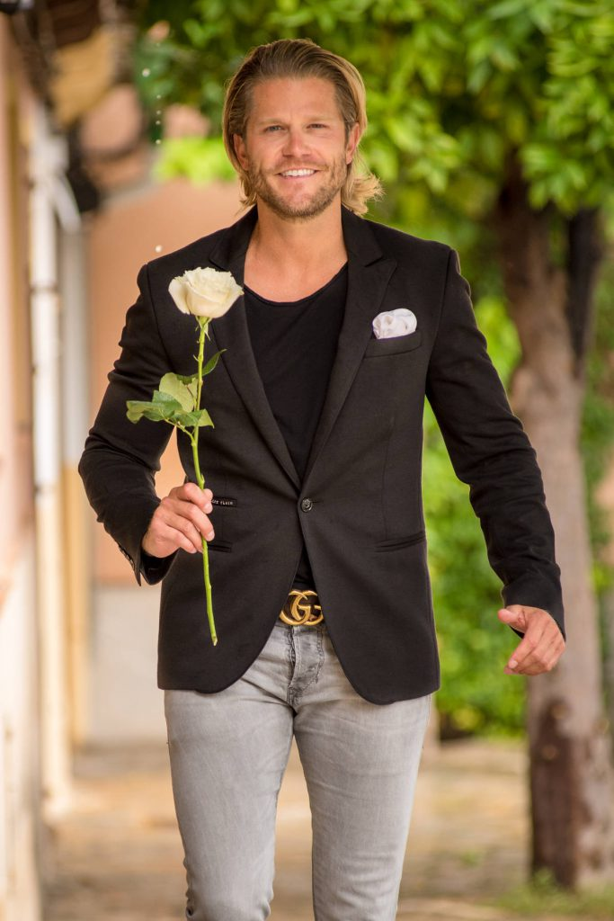 Paul Janke als Bachelor mit Rose, Homestory Valerie Gerards
