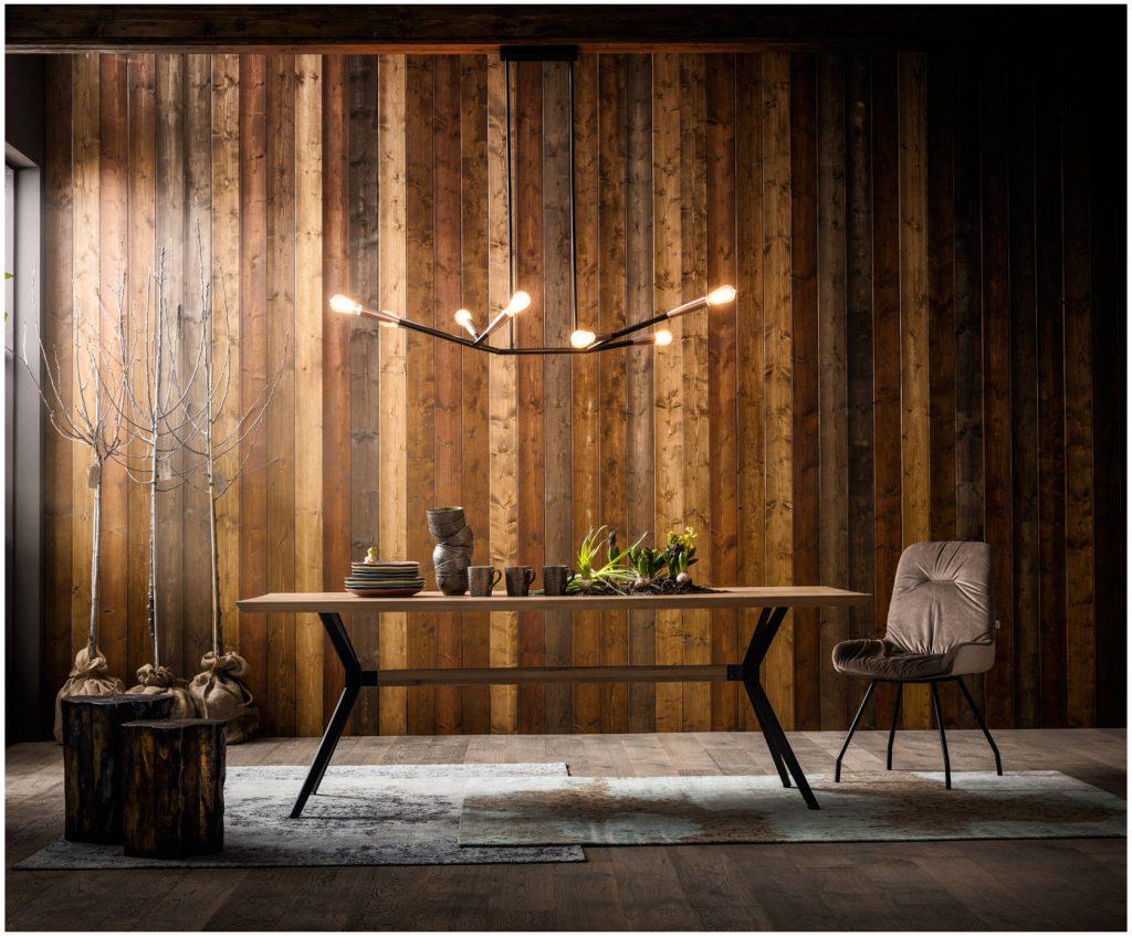 Tisch mit Baumkante von Kare über Westwing