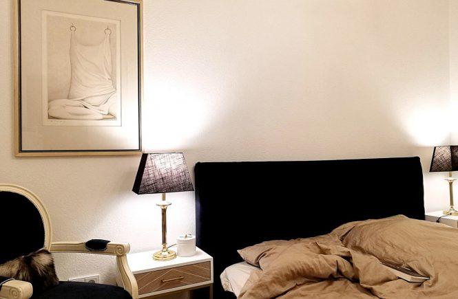DIY Kopfteil Bett blauer Samt Schlafzimmer einrichten